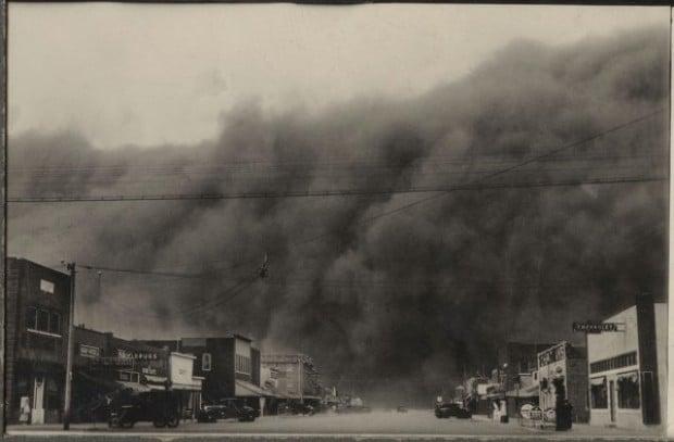 Dust_Bowl_in_Ulysses_Kansas_April_14_1935
